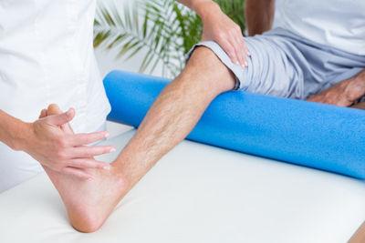 Sports injuries - Knee & foam roller